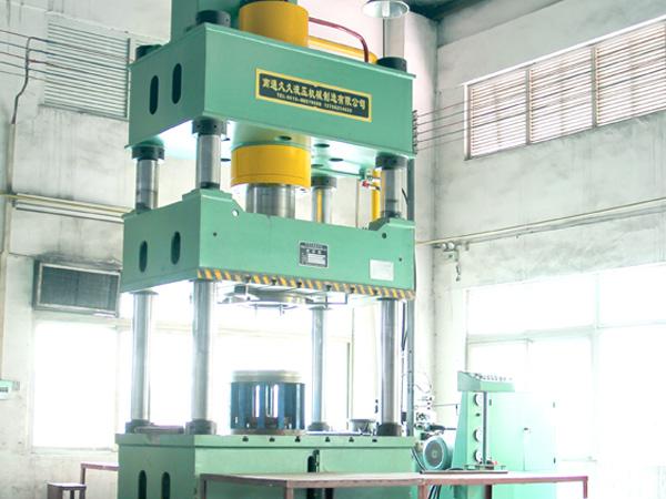 良灶南通久久32-500炉面液压机