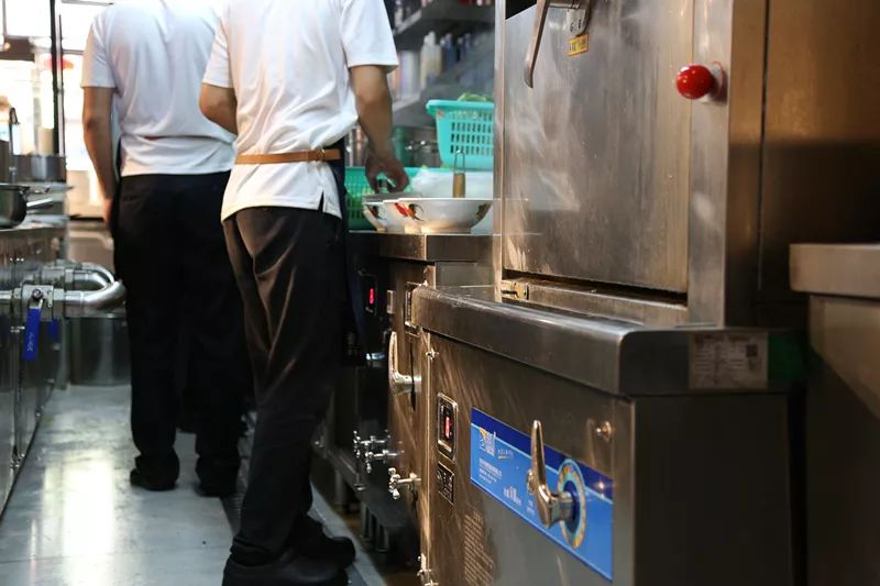 沁鑫为日日香量身定制的一体式煲汤炉